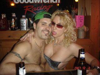 הרבה חרמנים קלטו שנשים צעירות לא ממש בקטע של אתרי הכרויות סקס